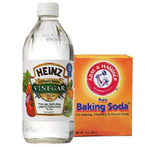 Baking soda and vinegar method for cleaning jewelry
